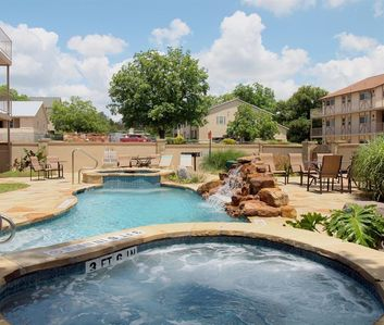 Photo for 2 bedroom/2 bath with resort pools and hot tubs and river access