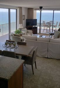 NEW Decor! **WE ARE OPEN** 20% OFF April Beachfront Condo Beautiful Views 3b/3a