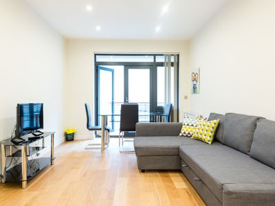 Photo for Trendy and Cool London Apartment (CSB)