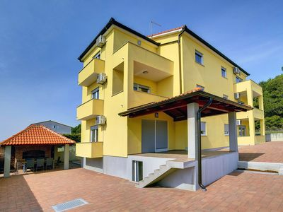 Photo for Great apartment in Medulin with bedroom, bathroom, kitchen, Wi-Fi, air conditioning, parking and barbecue