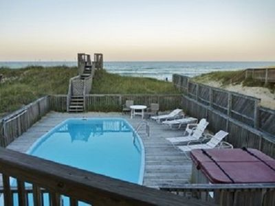 pool and hot tub. house is DIRECT oceanfront
