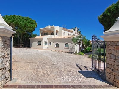 Photo for Stunning 5 bedroom villa and gardens with tennis court in the Vale do Lobo area