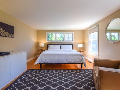 Photo for #504: Fully updated, walk to Rock Harbor, 2 min drive to downtown, central A/C!