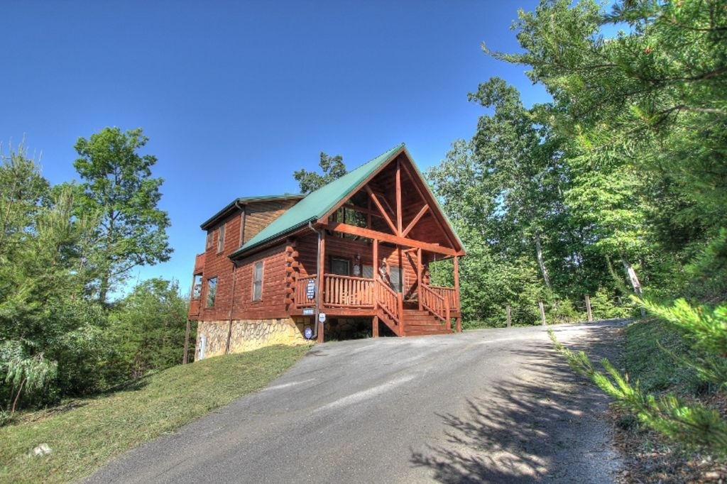 Beautiful log cabin w great view wi fi minutes from for Gatlinburg dollywood cabins