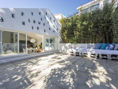 Photo for Amazing and spacious house 15m walk to the beach