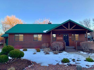 Photo for Beautiful Eagle Pines Cabin with a hot tub,WiFi ,Dish TV, fishing