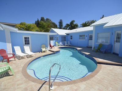 POOL VIEW  Walk to beach  King bed  Heated pool   DAILY  WEEKLY SPECIAL