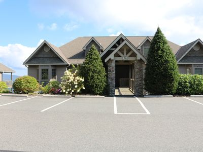 Photo for Luxury 2 Bedroom Condo Overlooking the Mountains