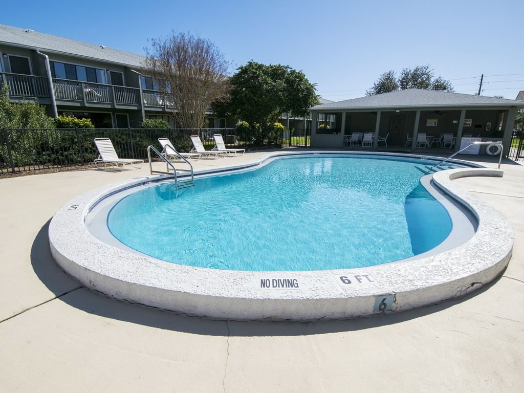 111 Hidden Beach ~ Seagrove Beach ~ Pool View Patio ~ Paradise Properties