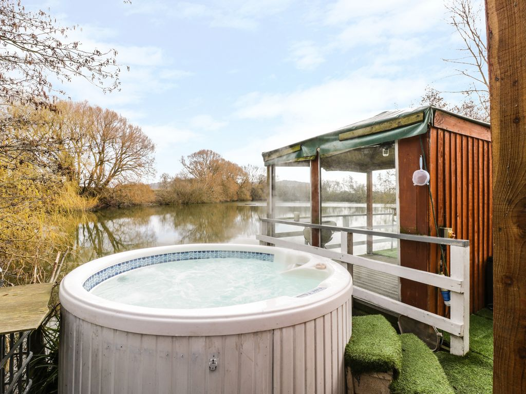farm cotswold with sc cottages the hot to view tubs cotswolds cottage rent holiday in