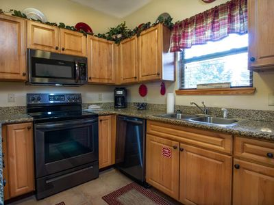 Virtual Check-in/Checkout, Superb Cleaning, Sleeps 6, First Floor, Updated
