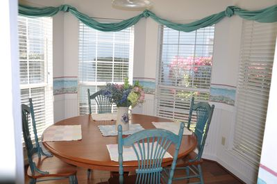Dining alcove...bright and sunny in the morning!