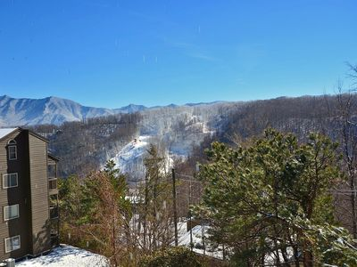 Spacious Condo with beautiful Mountain Views.  2 BR/2Bath sleeps 6 guests.