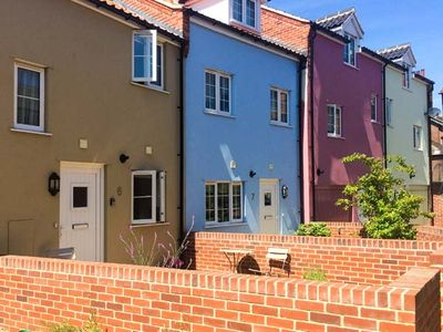 Photo for 6 SEA MEWS, family friendly, with a garden in Cromer, Ref 905405