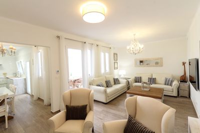 Panoramic view of living room and entrance to kitchen and