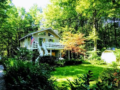 Photo for Perfect autumn wooded setting close to Lake Michigan and Saugatuck