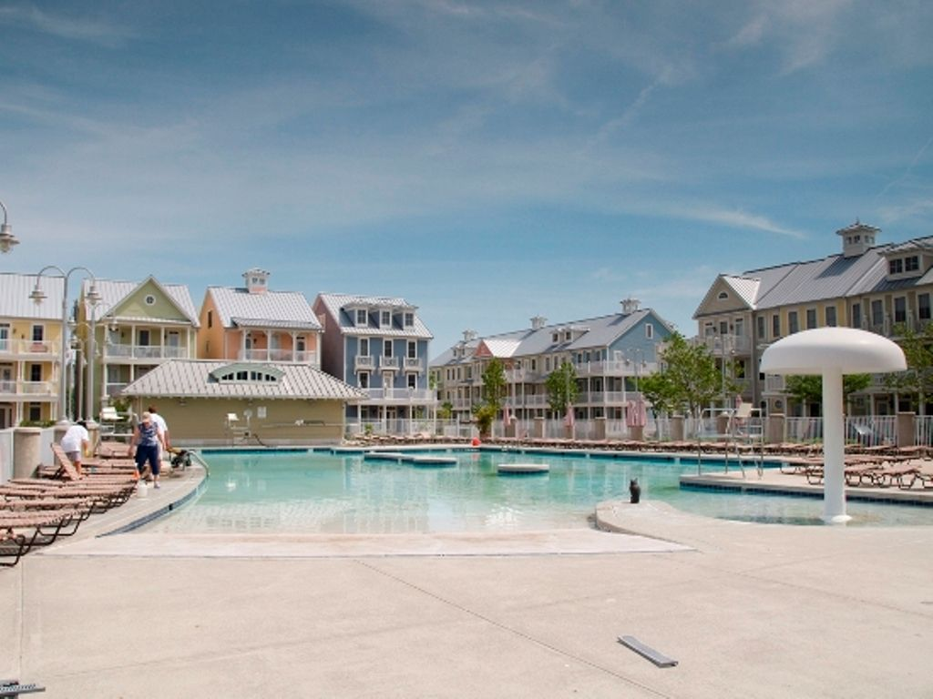 Gated Bay Community - Perfect OC Location - Wi-Fi, Pools, Clubhouse & more!