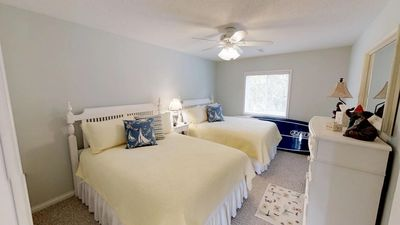 2 QUEEN BEDS with Private Bathroom
