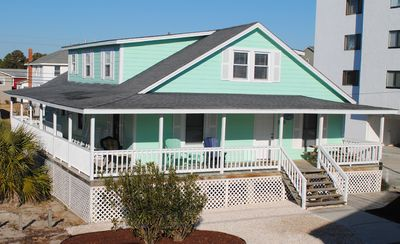 Classic Beach Cottage on quiet road, close to beach access. 6 BR, 4B