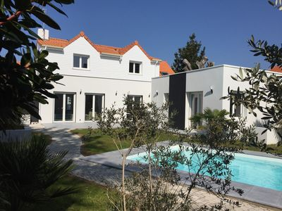 Photo for 4Ch villa, private heated-secure pool- 200m beach