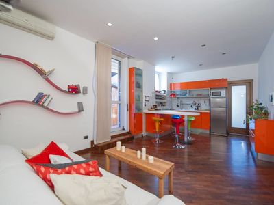 Photo for Nice and colorful 2 bed flat near San Giovanni
