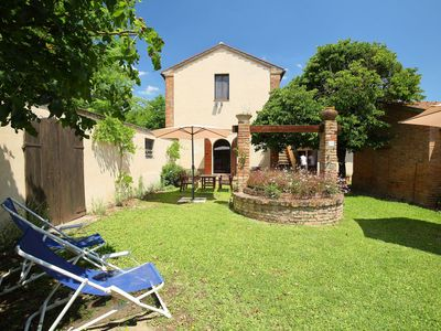 Photo for Cosy apartment with pool, A/C, WIFI, TV, washing machine and parking, close to Montepulciano