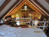 Cozy, book lined cottage for a quiet get away within walking distance of the bay