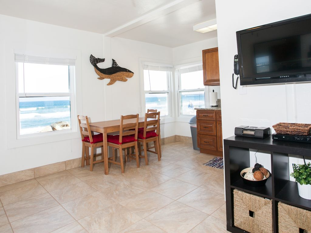 Lands end vacation rentals 15 beautiful beachfrontoceanfront beautiful beachfrontoceanfront vacation condos in oceanside ca unit 15 solutioingenieria Image collections