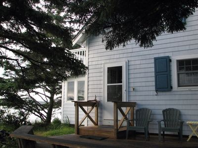 Mill Point cottage, deck & balcony with fabulous sea views & ocean steps away.