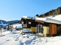 Located somewhat up hill (1000vm), roads are cleaned off snow daily, fully equiped stand alone house