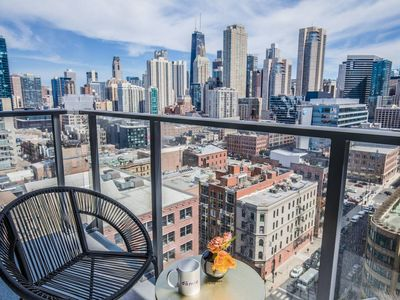 Photo for Domio | Merchandise Mart | Work Ready 1 BR + Pool and Fitness Center