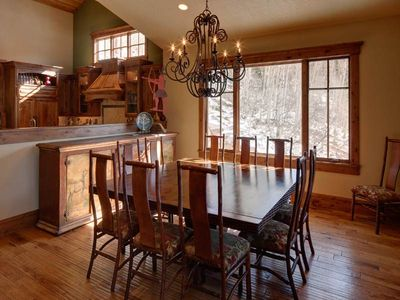 6588 Lookout Drive dining