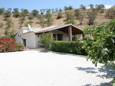 Photo for Pleasant villa with private swimming pool and privacy, rural location at 40 minutes from Málaga