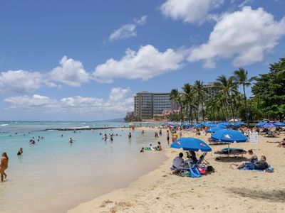 Photo for NEW LISTING! Cozy condo right in Waikiki w/ shared pool, AC - walk everywhere!