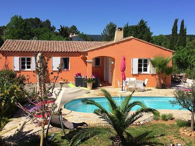 Photo for Country-style villa with private pool, walking distance from Flayosc