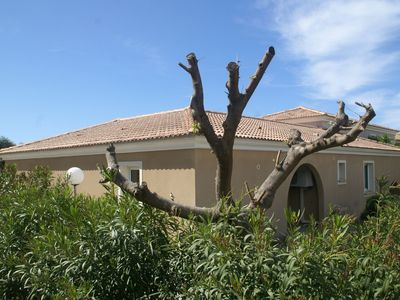 Photo for Spacious house, 100m from the beach, swimming pool.