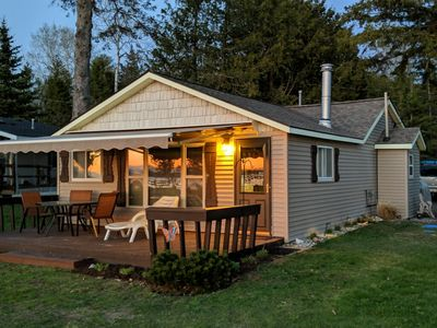 Cozy Burt Lake Cottage - Color Tour Weekend's - come try us out