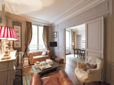 Photo for Classic Parisian home with a cosy library close to affluent Montmartre (Veeeve)