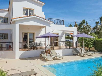 Photo for Ideally located Villa w/pool & BBQ,  a short walk from amenities and beach