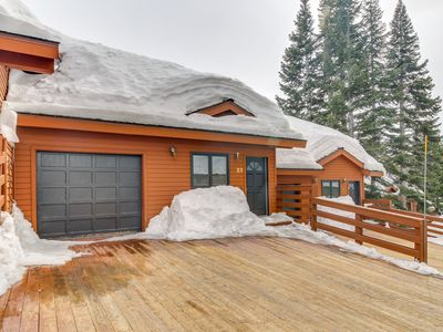 Photo for Ski-in/ski-out Mammoth Lakes getaway with outdoor grill!