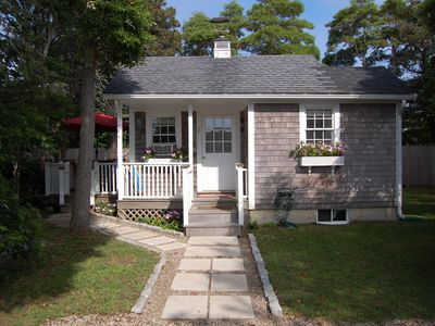 Photo for Charming Romantic 1 Bedroom Bungalow