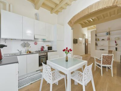 Photo for Juliette  Center apartment in Santa Croce with WiFi & integrated air conditioning.