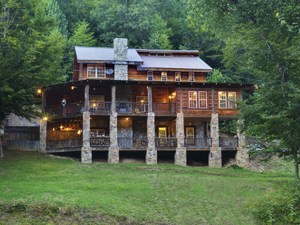 chalets nantahala stay nest lodging north vacation carolina bucks rent cabin cabins homes for rentals