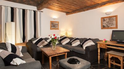 Auberge sur la Montagne - the spacious lounge has plenty of comfy sofas