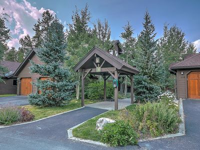 Photo for Luxurious Breck Townhome with private Hot Tub. Easy Walk to Slopes & Town!
