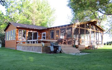 Relax At The Lighthouse Cabin @ Brant Lake Near Sioux Falls