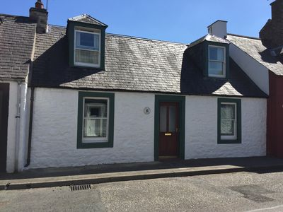 Photo for Traditional 18th Century Stone Built Scottish Cottage Close To The High Street