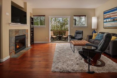 Modern Townhome With Open Floor Plan And Pool Table Near