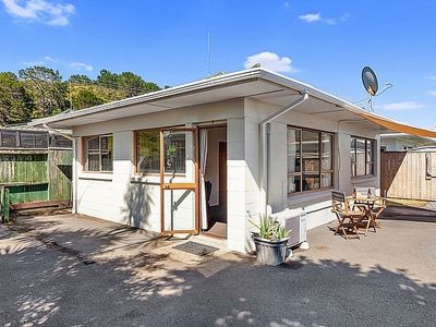 Photo for The Pohutukawa Flat - Ohope Beach Holiday Home