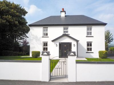 Photo for 4 bedroom accommodation in Boherbue